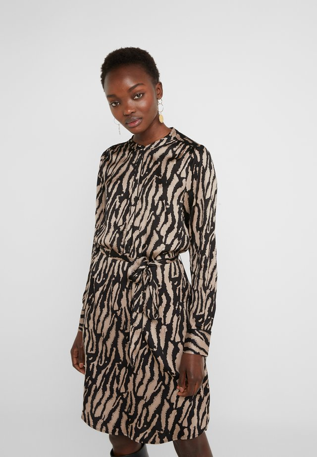 ZEBRA TREE AYAN DRESS - Shirt dress - black/desert sand