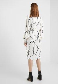 Bruuns Bazaar - BONNE ABSTRACT DRESS - Vestito estivo - snow white - 2