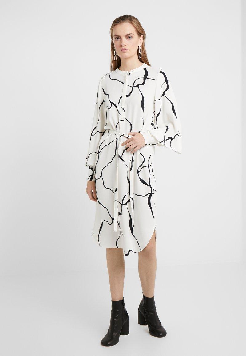 Bruuns Bazaar - BONNE ABSTRACT DRESS - Vestito estivo - snow white