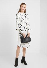 Bruuns Bazaar - BONNE ABSTRACT DRESS - Vestito estivo - snow white - 1