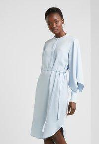 Bruuns Bazaar - PRALENZA EZRA DRESS - Skjortekjole - blue mist - 0
