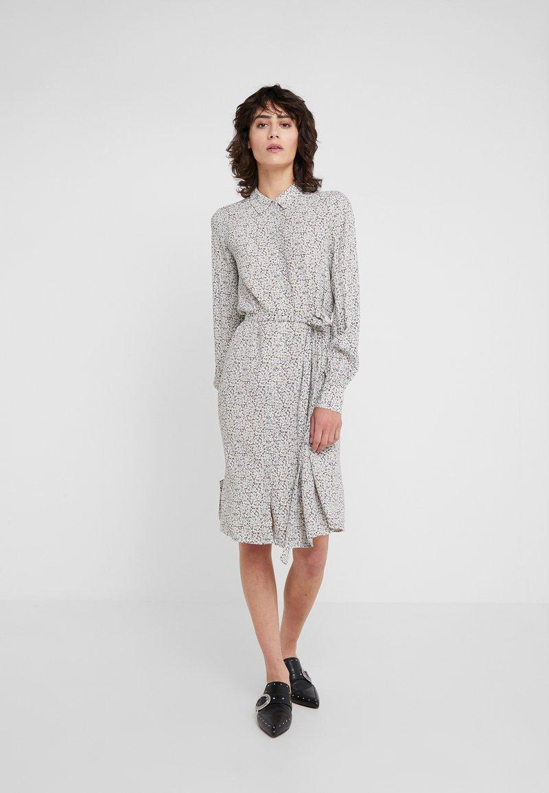 Bruuns Bazaar - FLEUR GARDENIA DRESS - Košilové šaty - artwork