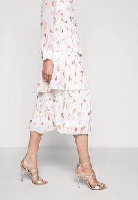Bruuns Bazaar - BRUSH ENOLA DRESS - Hverdagskjoler - offwhite - 5