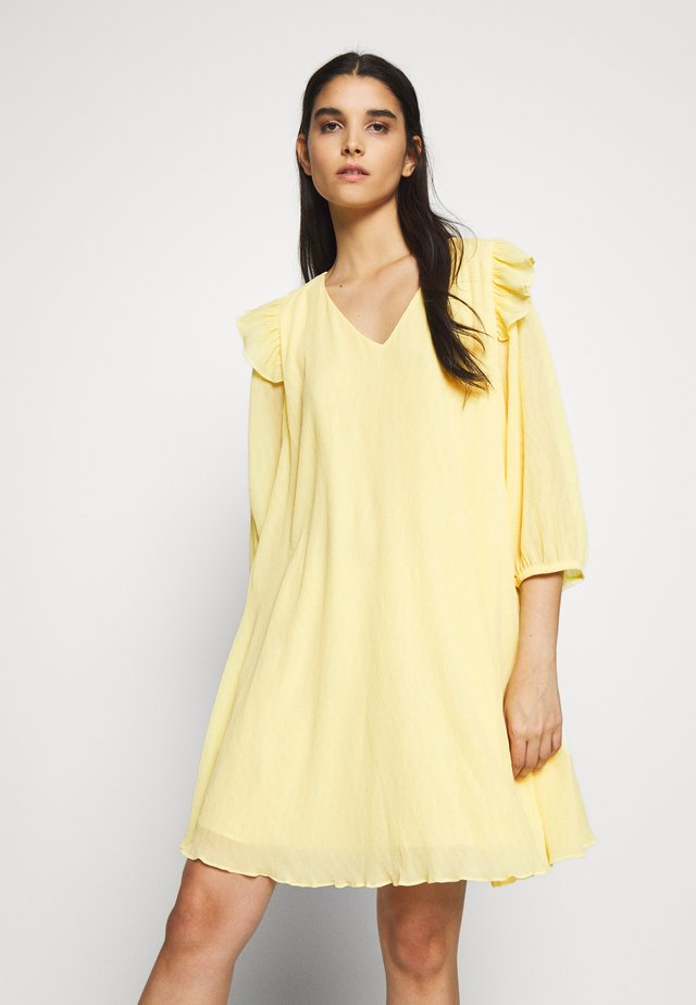 CLERA MOLINE DRESS - Korte jurk - yellow