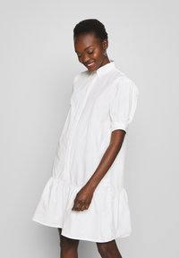 Bruuns Bazaar - FREYIE ALISE - Robe chemise - white - 0