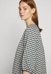 Bruuns Bazaar - SEER ALLURE DRESS - Denní šaty - black/white - 3