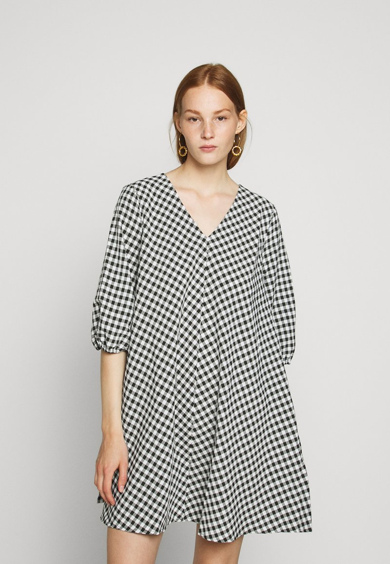 Bruuns Bazaar - SEER ALLURE DRESS - Denní šaty - black/white