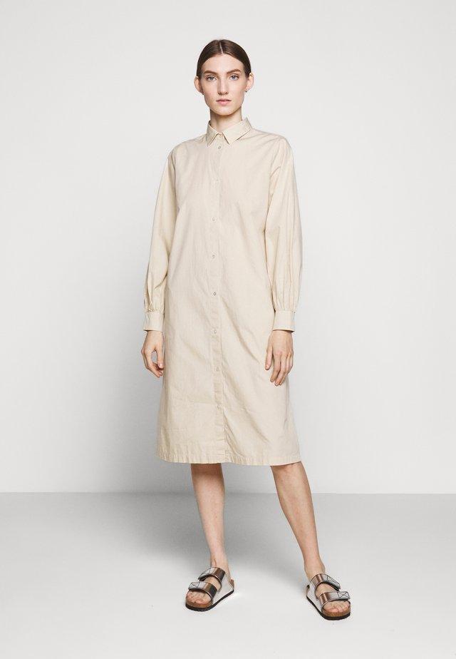FREYIE PURE DRESS - Shirt dress - sand