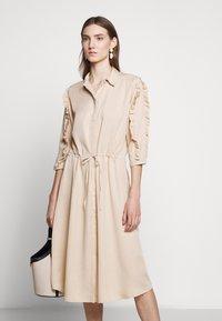 Bruuns Bazaar - LAERA DEEP DRESS - Košilové šaty - sand - 5