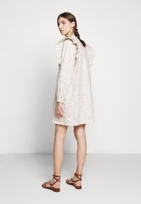 Bruuns Bazaar - POSY FILIPPO DRESS - Sukienka letnia - off-white - 2