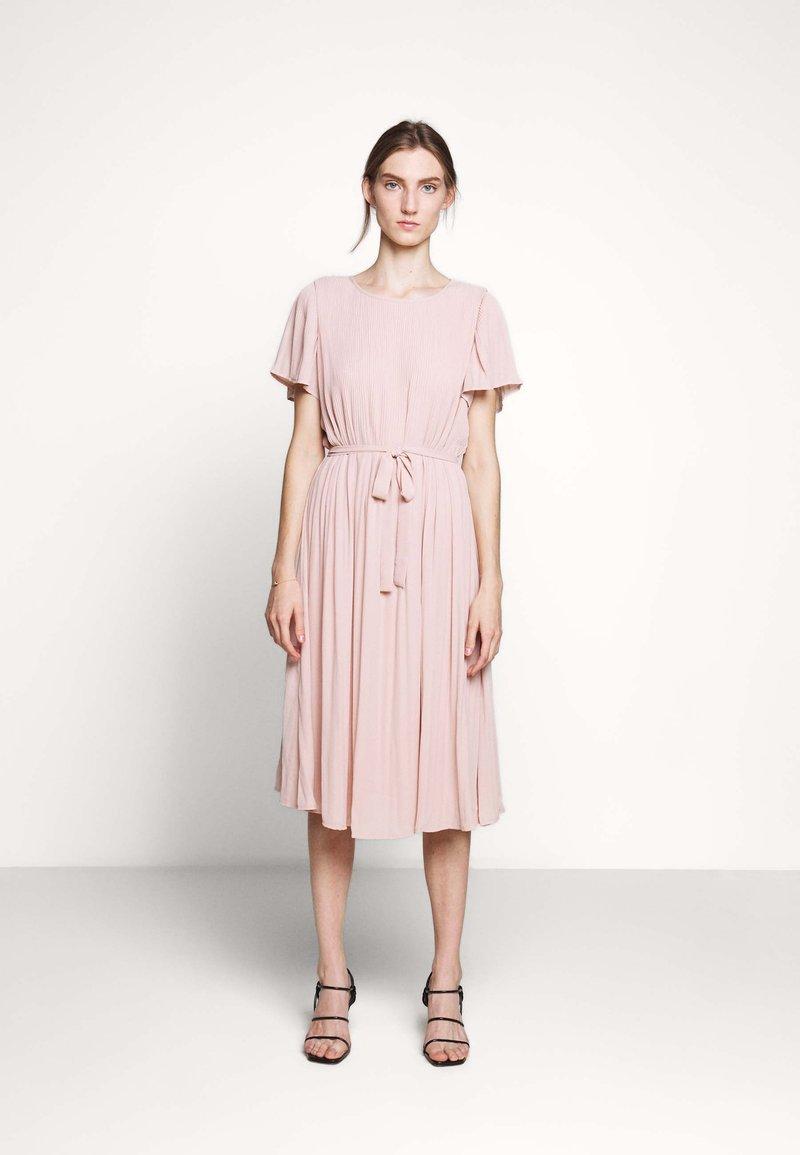 Bruuns Bazaar - ZILLA DRESS - Denní šaty - cream rose