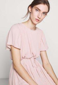Bruuns Bazaar - ZILLA DRESS - Denní šaty - cream rose - 3