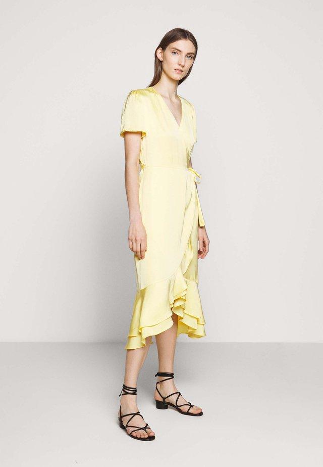 BAUME LENTE DRESS - Denní šaty - sunshine