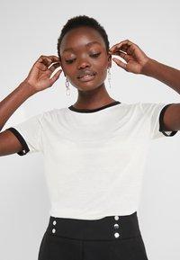 Bruuns Bazaar - KATKA ELSA TEE - Camiseta estampada - snow white - 4