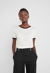 Bruuns Bazaar - KATKA ELSA TEE - Camiseta estampada - snow white - 2