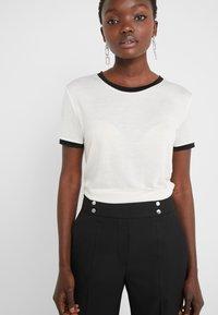 Bruuns Bazaar - KATKA ELSA TEE - Camiseta estampada - snow white - 5