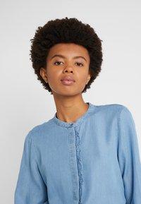 Bruuns Bazaar - LAERA SARI SHIRT - Button-down blouse - dawn blue - 4