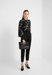 Bruuns Bazaar - BONNE ABSTRACT SHIRT - Button-down blouse - black - 1