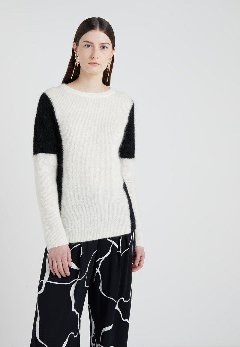 Bruuns Bazaar - ALMA BLOCKING  - Strickpullover - snow white/black
