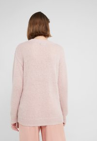 Bruuns Bazaar - BELLA KASS  - Strikkegenser - creamy rosa - 2