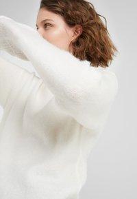 Bruuns Bazaar - HOLLY JOHANNE  - Sweter - snow white - 3
