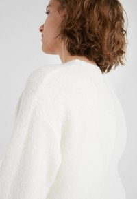 Bruuns Bazaar - HOLLY JOHANNE  - Sweter - snow white - 4