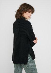Bruuns Bazaar - HAILEY NANCY PULLOVER - Jersey de punto - black - 2