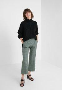 Bruuns Bazaar - HAILEY NANCY PULLOVER - Jersey de punto - black - 1