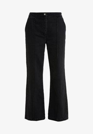 ALLESIA MENELLE PANT - Flared Jeans - black