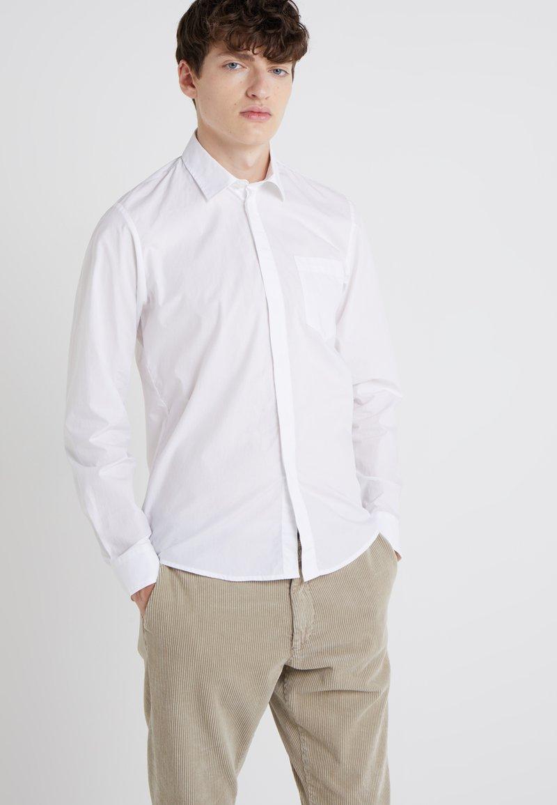 Bruuns Bazaar - ESSENTIAL - Shirt - white
