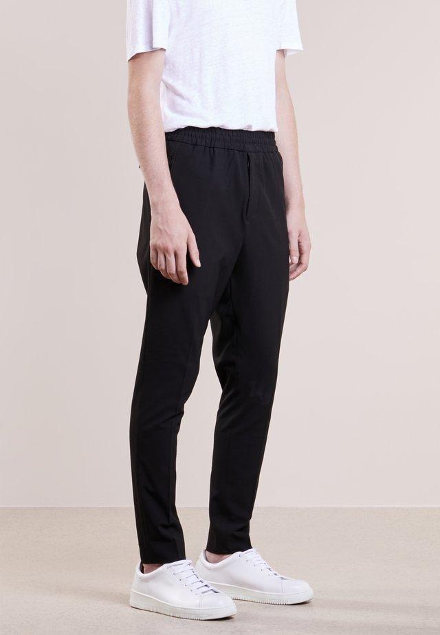 EDDIE  - Spodnie materiałowe - black