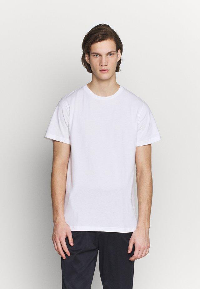 GUSTAV BUSTER TEE - T-shirt basic - white