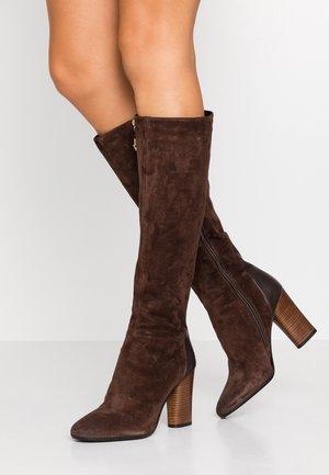 High heeled boots - teak