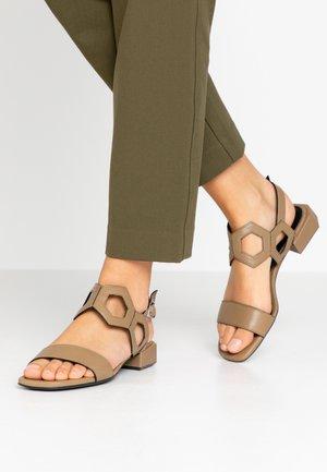Sandály - sombrero mility