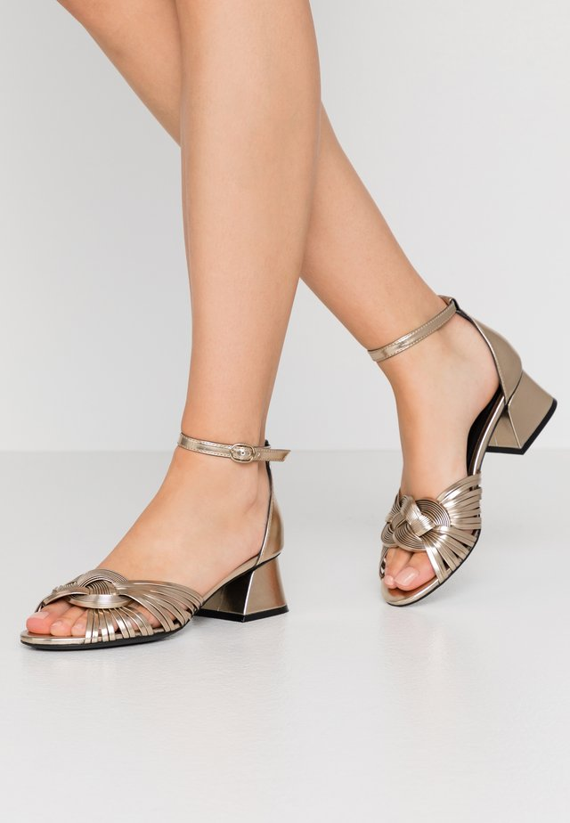 Sandals - metall platino