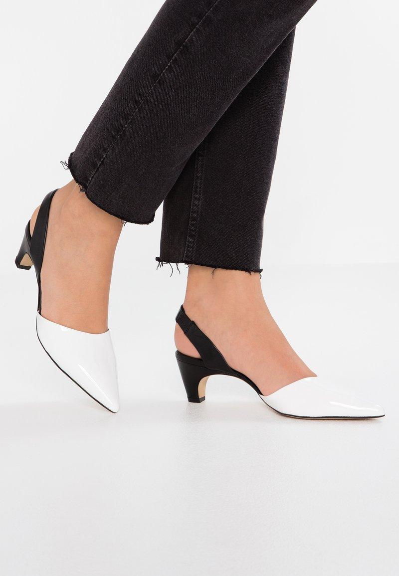 Bruno Premi - Classic heels - vernice bianco/nero