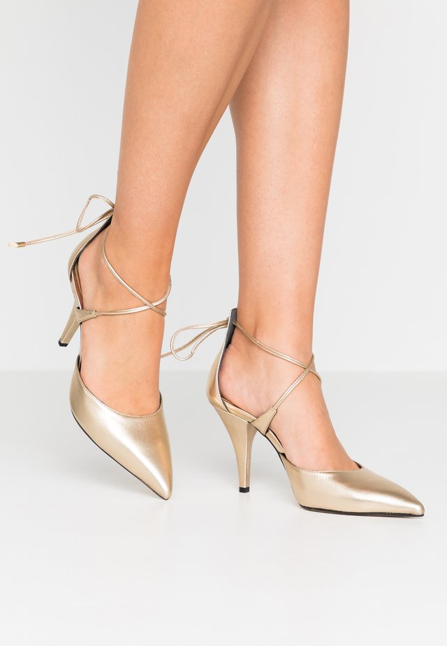 High heeled ankle boots - metal platino