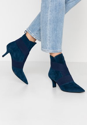 Classic ankle boots - deep