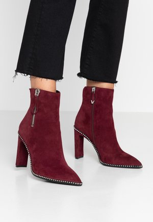 High heeled ankle boots - prugna