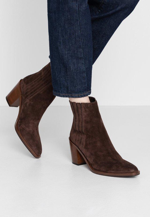 Cowboy/biker ankle boot - teak