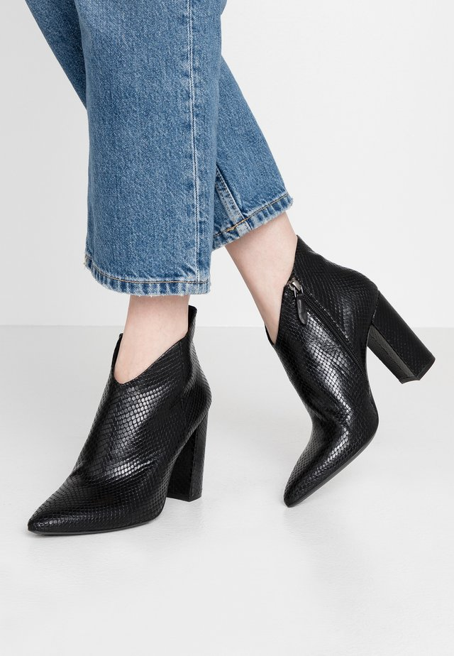 High heeled ankle boots - kenia nero