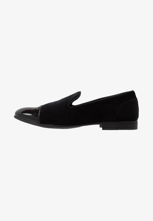 STORM - Elegantní nazouvací boty - black