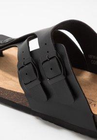 Brave Soul - PENTLE - Sandály s odděleným palcem - black - 5