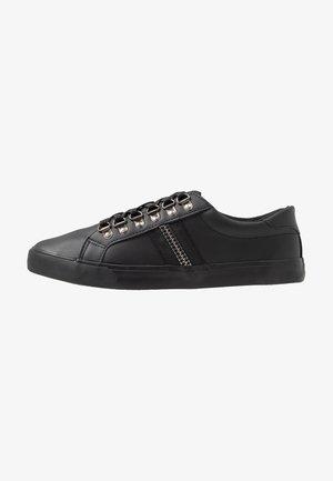 PARKER - Zapatillas - black