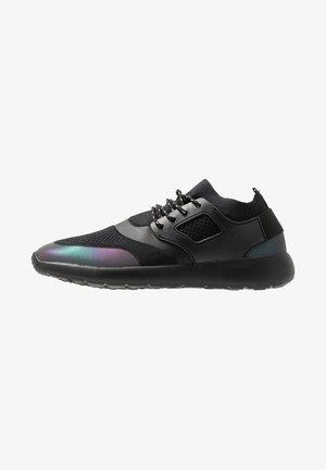 BEESTON - Sneakers basse - black