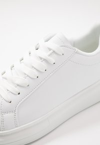 Brave Soul - ROYAL - Trainers - white/black - 5