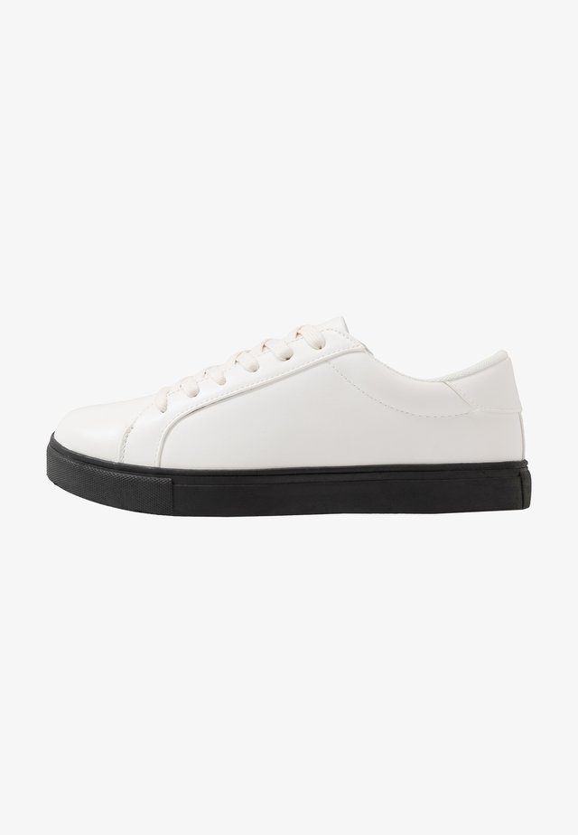 Matalavartiset tennarit - white/black