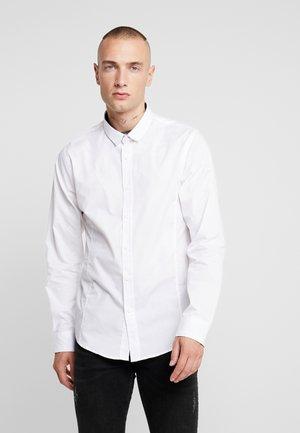 TUDOR - Kostymskjorta - white