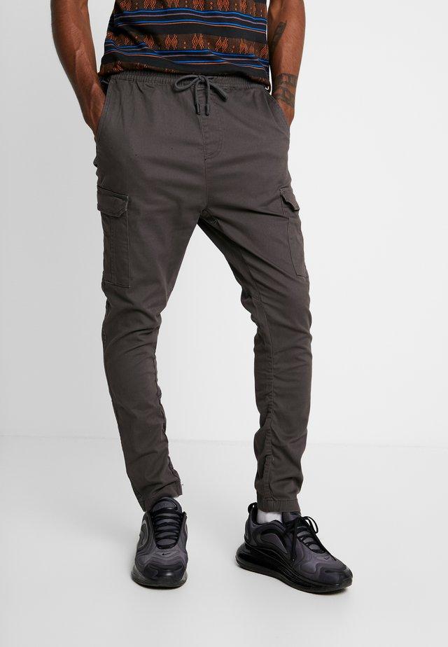 HADDON - Pantaloni cargo - charcoal grey