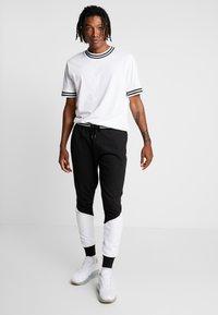 Brave Soul - SUNNY - Pantalones deportivos - black/ white - 1